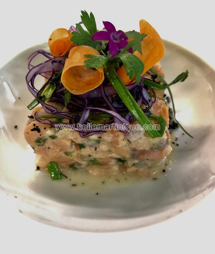 Tartare de saumon aux piments végétariens, vinaigrette à la mangue